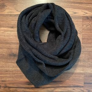 H&M Textured Circle Scarf
